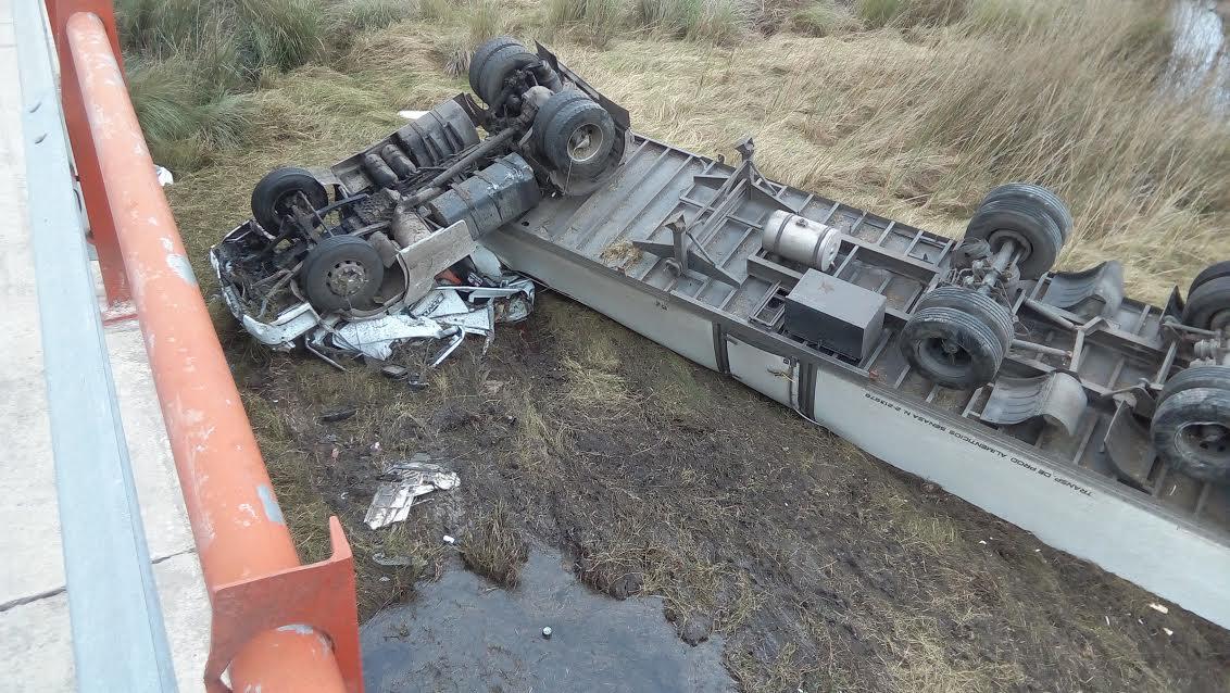 Fallece joven camionero al caer del puente sobre Arroyo Malabrigo